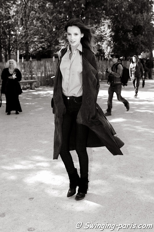 Heloise Giraud leaving Carven show, Paris S/S 2016 RtW Fashion Week, October 2015