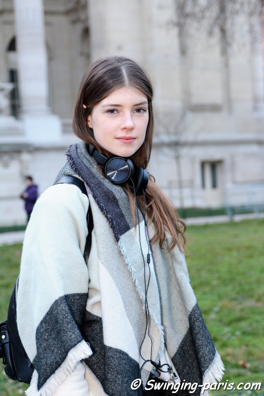 Jessica Burley outside Shiatzy Chen show, Paris FW 2016 RtW Fashion Week, March 2016