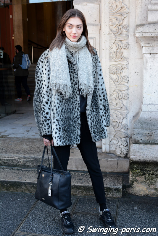 Neus Bermejo outside Chalayan show, Paris FW 2016 RtW Fashion Week, March 2016