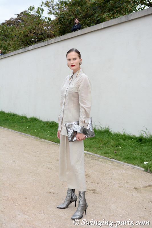 Alla Kostromichova leaving Hermès show, Paris S/S 2018 RtW Fashion Week, October 2017