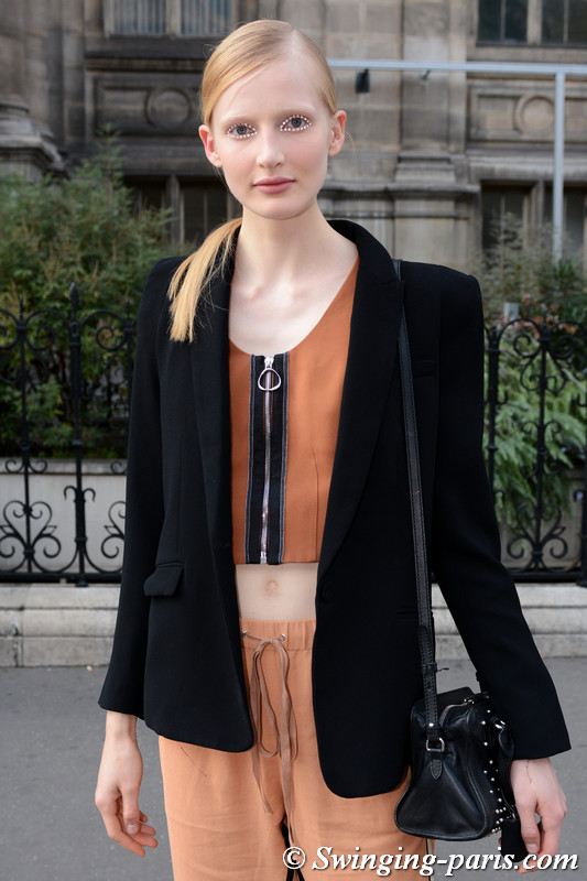 Leah Rödl leaving Dries van Noten show, Paris S/S 2018 RtW Fashion Week, September 2017