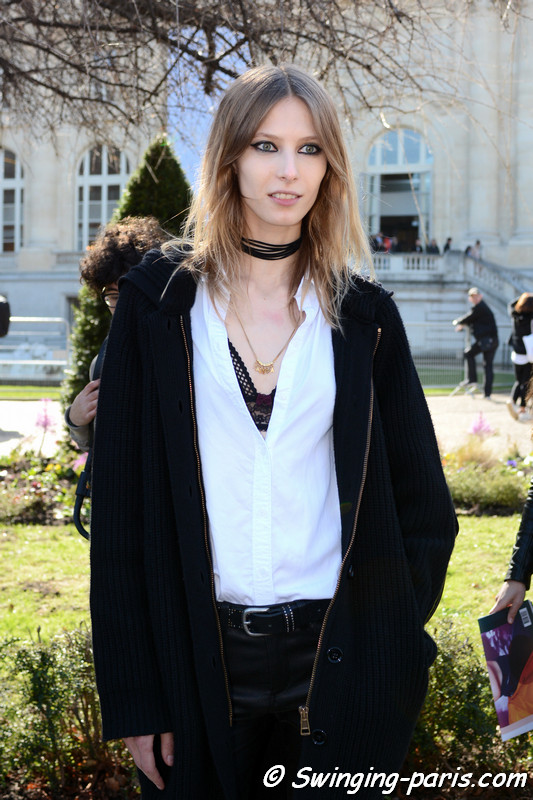 Martyna Budna exiting Chloé show, Paris F/W 2017 RtW Fashion Week, March 2017