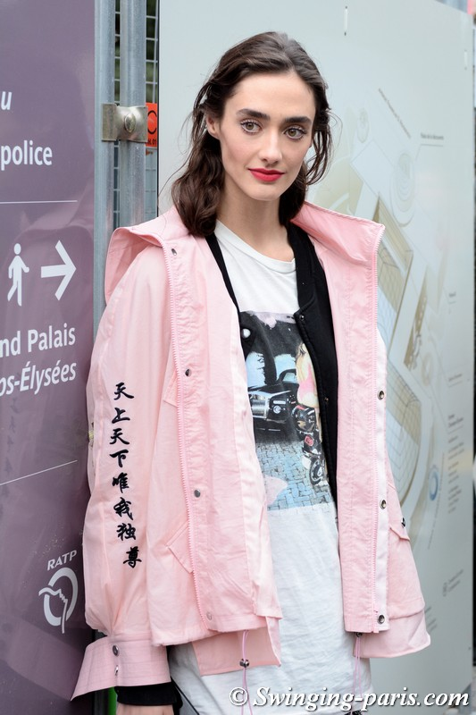 Amanda Googe leaving Chanel show, Paris S/S 2019 RtW Fashion Week, October 2018