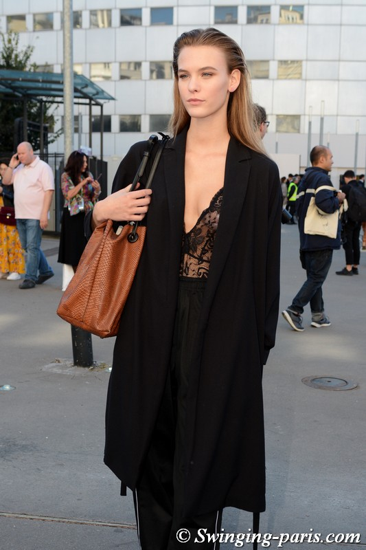 Coline Leclere outside Chloé show, Paris S/S 2019 RtW Fashion Week, September 2018