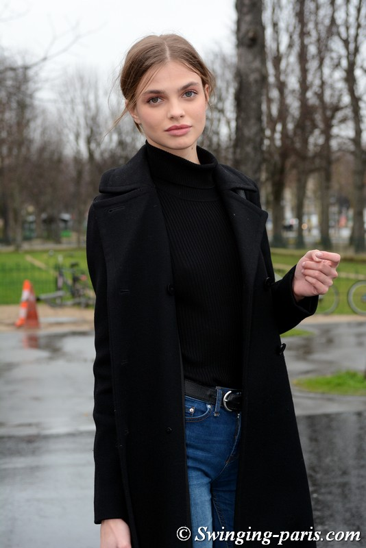 Dasha Khlystun outside Chanel show, Paris Haute Couture SS 2018 Fashion Week, January 2018