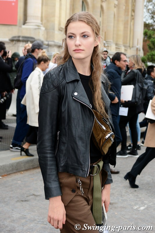 Felice Noordhoff leaving Chanel show, Paris S/S 2019 RtW Fashion Week, October 2018