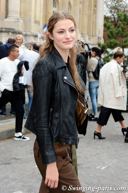 Felice Noordhoff leaving Chanel show, Paris S/S 2019 RtW Fashion Week, October 2018
