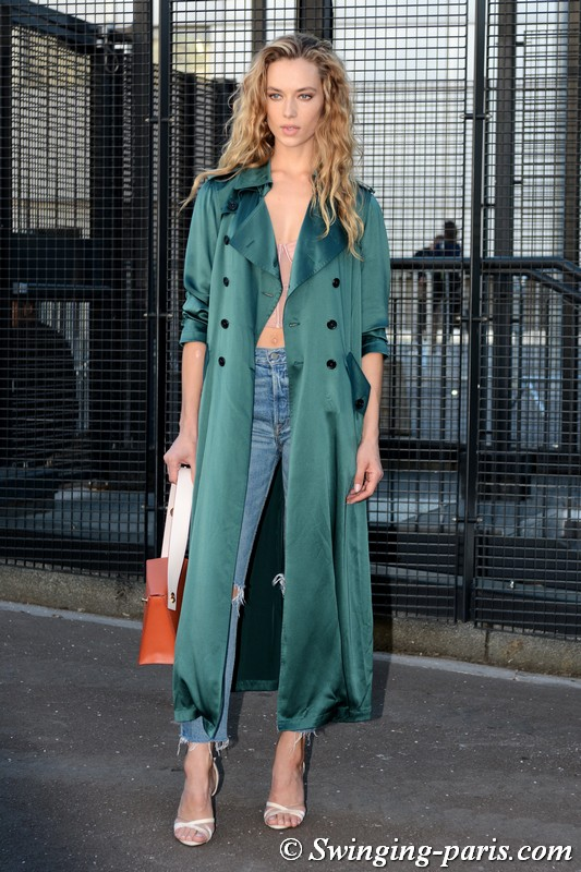 Hannah Ferguson outside Chloé show, Paris S/S 2019 RtW Fashion Week, September 2018