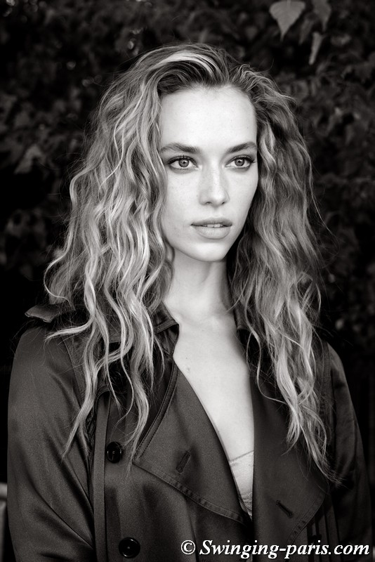 Hannah Ferguson outside Chloé show, Paris S/S 2019 RtW Fashion Week, September 2018