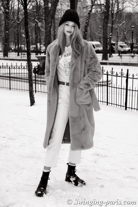 Lauren de Graaf outside Chanel show, Paris Haute Couture SS 2019 Fashion Week, January 2019
