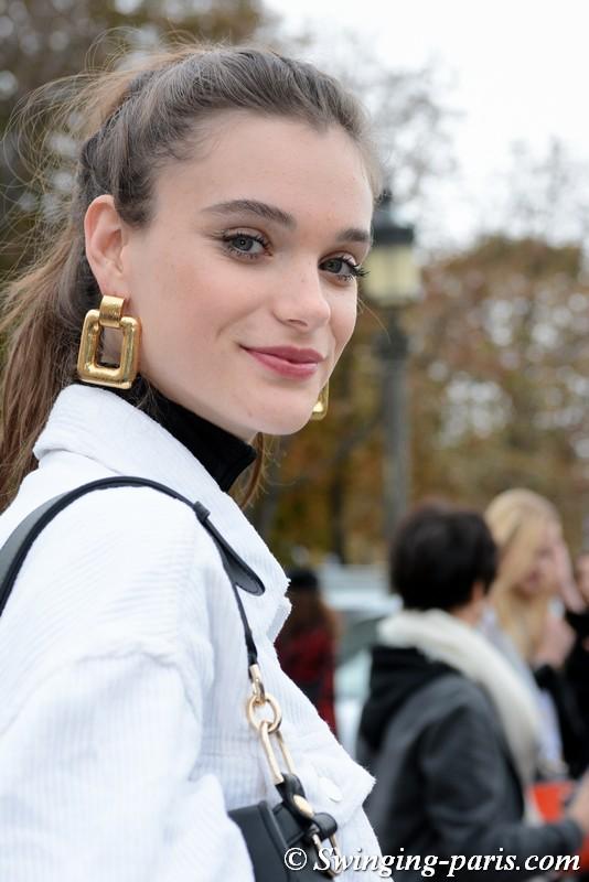 Sara Dijkink leaving Chanel show, Paris S/S 2019 RtW Fashion Week, October 2018