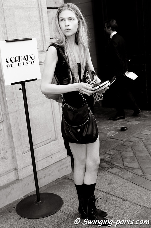 Amanda Nimmo exiting Corrado de Biase show, Paris S/S 2012 Fashion Week, September 2011