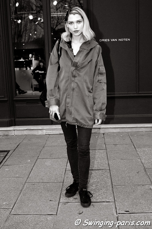 Hana Jirickova leaving Shiatzy Chen show, Paris F/W RtW 2012 Fashion Week, March 2012