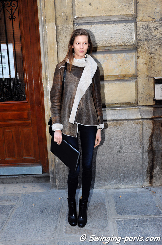 Yulia Kharlapanova ( ) leaving Cdric Charlier show