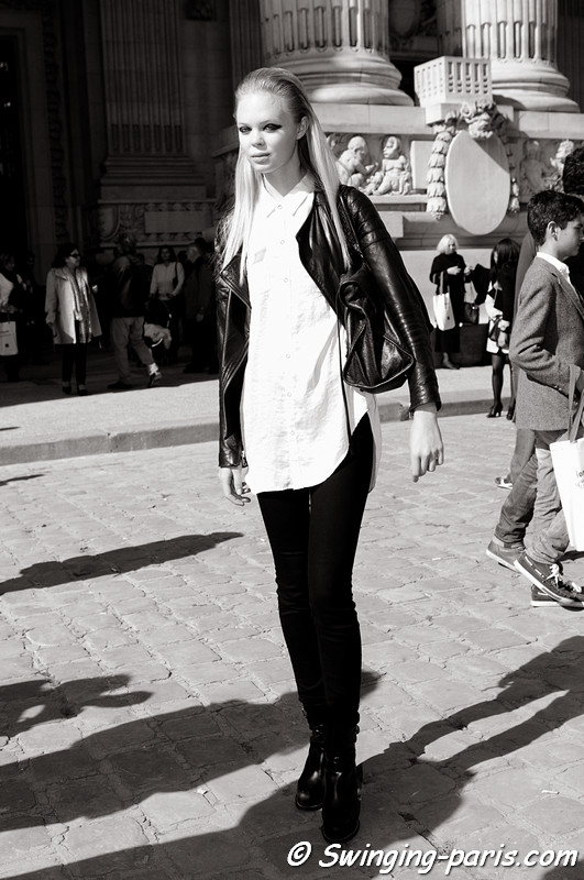 A model outside Lonard show, Paris S/S 2013 RtW Fashion Week, October 2012